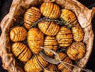 Рецепта Лесни печени картофи на гребен (ветрило) с олио, чесън и копър